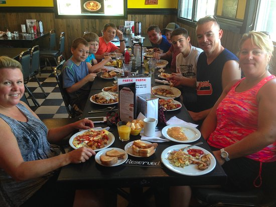 Havelock, Canada: Big family breakfast at Woody Burger