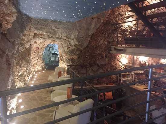 Hotel More: Inside Cave Bar More