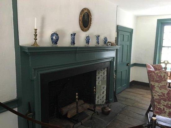 Kingston, NY: living room