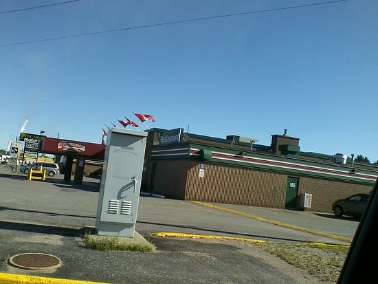 Pinewood Motor Inn: Not the best picture, but it's for my memories!