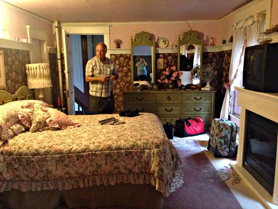 Trochu, Canada: Another view of large bedroom.