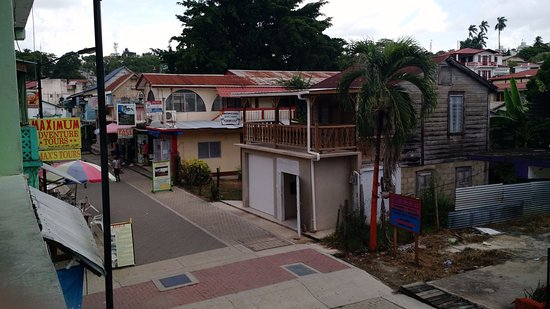 Venus Hotel: View from reception area balcony - Burns Ave. pedestrian street, w/ tour operators & restaurants