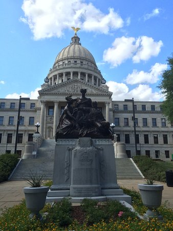 Jackson, MS: Civil War era statue
