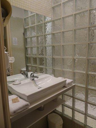 Hotel Sainte Anne: banheiro