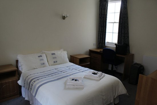 Magdalen College Accommodation: Our room was spare, but neat and clean.