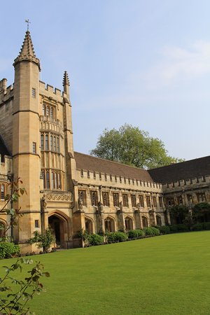 Magdalen College Accommodation : Beautiful grounds