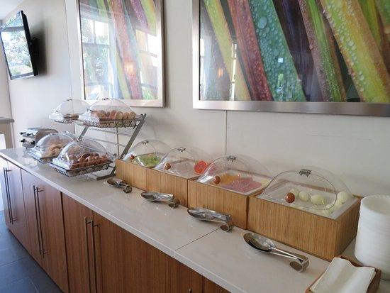 SpringHill Suites Miami Airport South: Café da Manhã