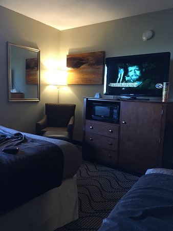 "Martinez, Kalifornia: August 7, 2016 ""2 King bed, minibar"""