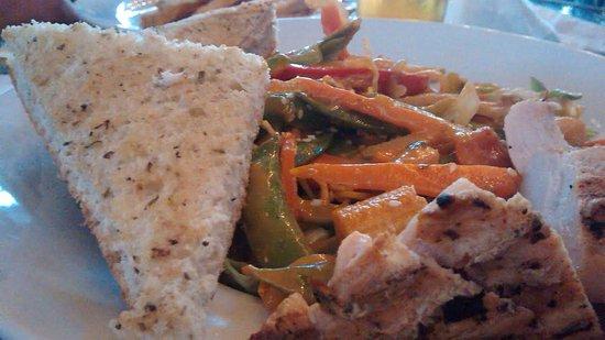 Vernon, كندا: Thai salad.