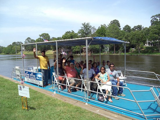 Natchitoches, LA: seating for 20 people