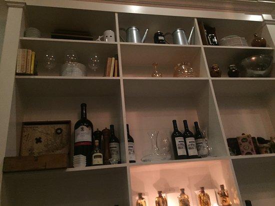 detalle del armario del comedor: fotografía de Restaurante Carmo ...