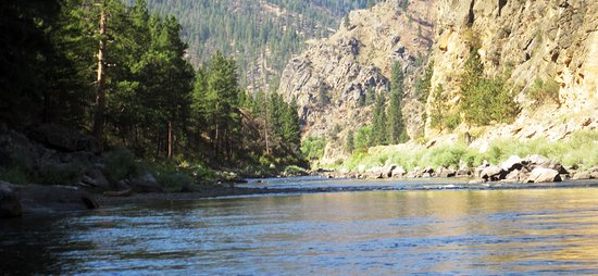 Beautiful scenery along the Salmon River