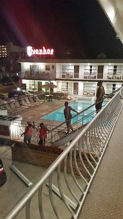 Ivanhoe Motel and Apartments