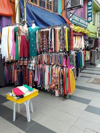 HomeStay Kuching: 游古晋不管是开车还是步行。这里都很方便。美食不用我介绍。住宿更是不用讲。不必带太多的衣服。因为这里到处有自助洗衣店。方便到没话讲。一个小地方。人情味多少还是有的。。。。。😃😃😃😃😃