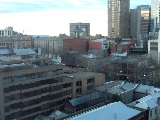 Rydges Melbourne Hotel: View 8th floor