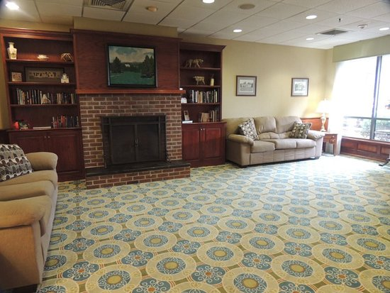 Orange, VA: Nice waiting room by entrance