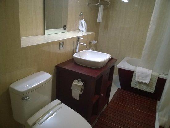 Cherry Hills Hotel: Japanese style bathroom & Japanese style bathroom - Picture of Cherry Hills Hotel Yangon ...