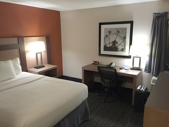 Canadas Best Value Inn Toronto : nicely appointed
