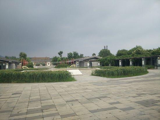 Laiwu, China: The main thoroughfare.