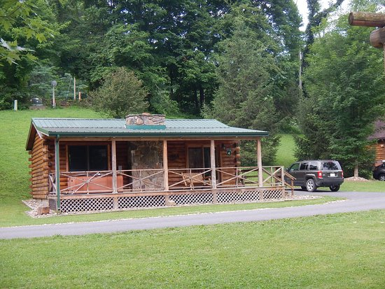 """Cabins, Virginia Barat: CABIN #4 Hot tub on """"porch"""" and jacuzzi inside."""