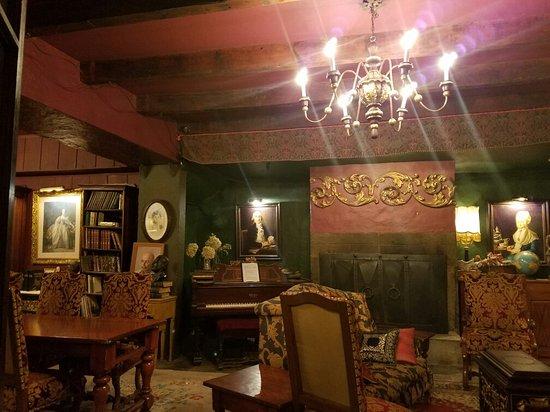 La Maison Pierre du Calvet: 20160727_212712_large.jpg