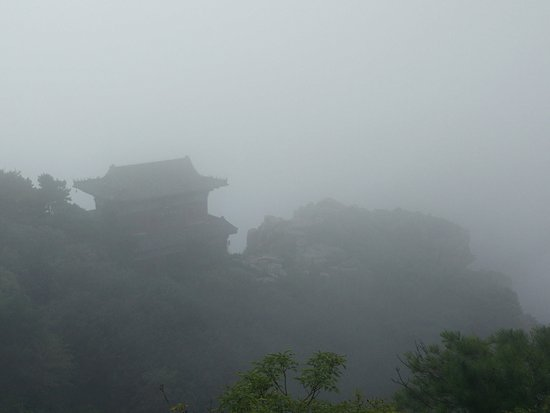 Tai'an, Cina: For that authentic horror movie feel, inclement weather is a must.