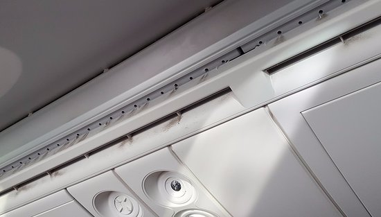 Air Canada: Dusty Ceiling Vents On AC 787 9