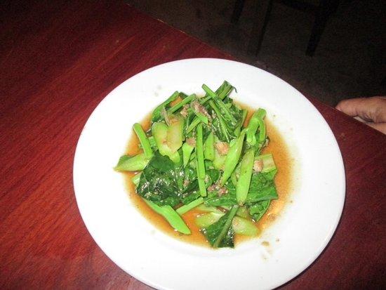Romm Mai : Gebakken kale met zoute vis