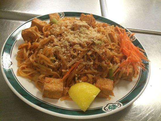 Chesterton, IN: Tofu Pad Thai Noodles