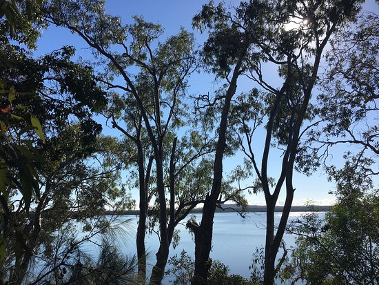 Eumarella Shores Noosa Lake Retreat: Breakfast in the winter sun with a beautiful view