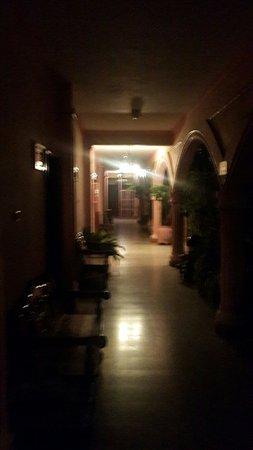 Hotel El Chaparral: 20160805_192807_large.jpg