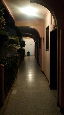 Hotel El Chaparral: 20160805_192801_large.jpg