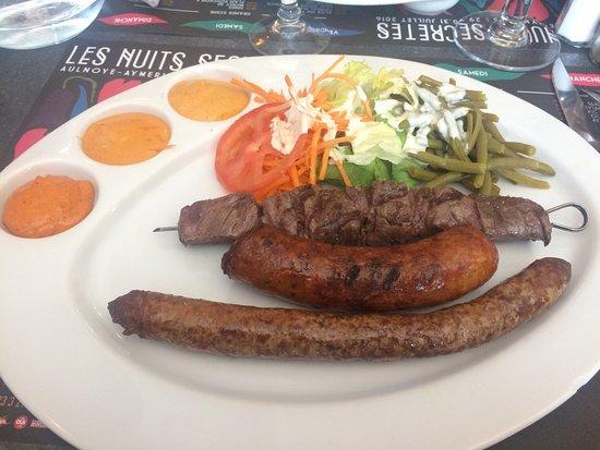 Le Maubeugeois: Tartare, hamburger enfant et assiette barbecue.