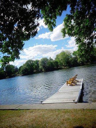 Angel's Rest Bed & Breakfast: The dock