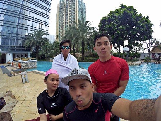 The Ritz-Carlton Jakarta, Mega Kuningan: Poolside