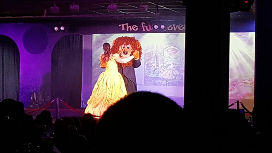 Parkdean Resorts - Vauxhall Holiday Park: Loui the lion