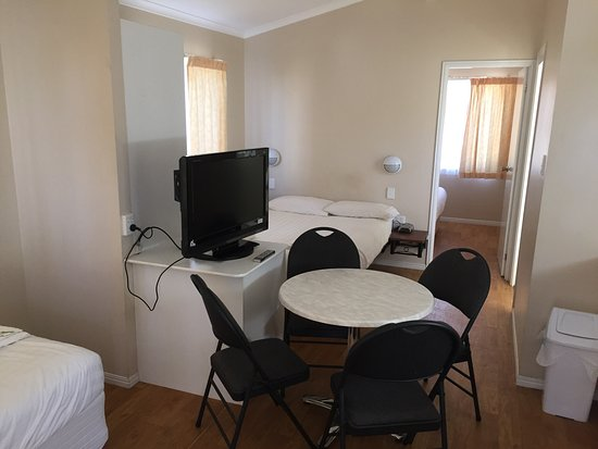 Cloncurry, Australia: Inside the cabin - has cooking and bathroom facilities inbuilt.