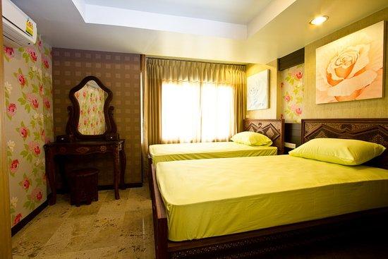 Sabai Sabai at Sukhumvit Hotel: CORNER SUITE 2 - EXECUTIVE ROOM (FAMILY ROOM)
