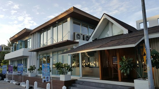 The Tide Bakery & Cafe: Small but lovely café at Bangsean beach.