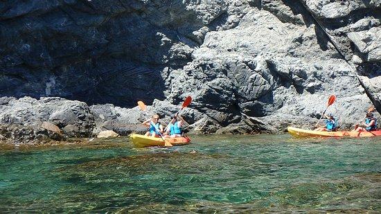 SK Kayak: Paleando en aguas cristalinas y transparentes