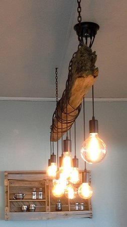 Pirongia, New Zealand: Rustic industrial lighting