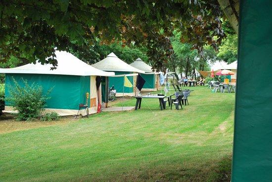 Camping Les Tournesols : vaste huurtenten
