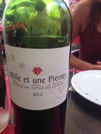 Ayen, Frankrike: Vin de pays avec une certaine accroche mais très bon