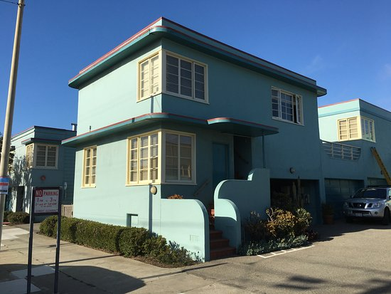 Ocean Park Motel: Second story suite room with staircase