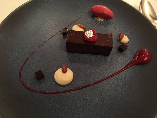 Upper Slaughter, UK: Artistic (and tasty) dessert with edible silver foil in centre