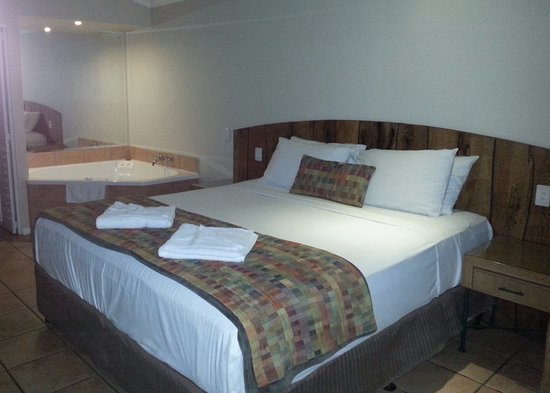 Eco Village Resort Mission Beach : Deluxe room with spa
