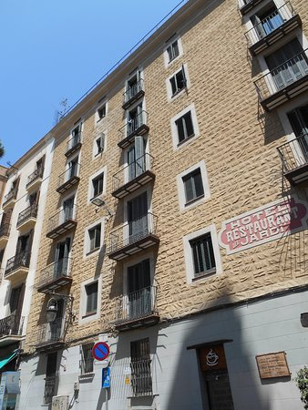 el Jardi: Esterno dell'hotel, lato Placa del Pi