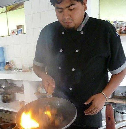 Santa Teresa, Peru: bons plats à la carte. Un petit restaurant perdu aux portes de l'Amazonie et pas loin du Machupi