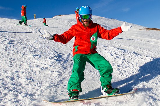 Snowboard lessons at Swiss Ski & Snwboard School Kleine Scheidegg, between Grindelwald and Wenge