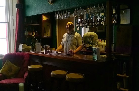 The Marstan: Mine host, Ian, behind the bar